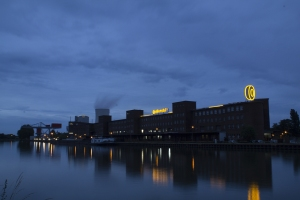 Continentalfabrik am Mittellandkanal.
