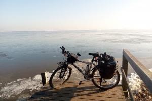 Neben Mardorf an der gefrorenen Küste von Steinhudermeer.