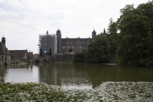 Der See vor Schloss Hämelschenburg.