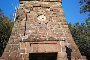 Bismarckturm Bodewerder. Der Turm ist zu, weil Reparaturen notwendig sind .