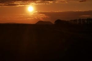 Um Steinhudermeer herum - Der Kaliberg in der Nähe  von Bokeloh und der Sonnenuntergang.