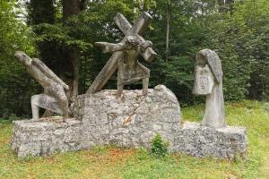 Tag 2 – Füssen – Garmisch Partenkirchen - Denkmal vor der  Marienkapelle.