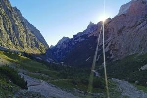 Zugspitze über Höllental - In Richtung die Leiter. Bald fängt es an.
