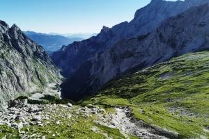 Zugspitze über Höllental - Die Leiter und das Brett sind hinter mir. Ich hatte viel Angst, aber der Blick ist super toll.