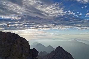 Zugspitze über Höllental - Zugspitze morgens fruh.