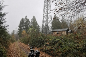 Regen - Nebel - Schlamm - 19000km - Radioturm in der Nähe von  Heisterburg.