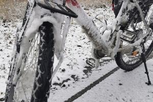 Auf Ith und 20 000 km - gefrorenes Rad