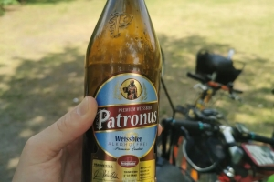 Eine kleine Gruppe unterwegs - Kaltes Bier