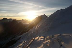 Mont Blank - Tag 4 - Sonnenaufgang auf fast 3800m neben  Refuge du Goûter.