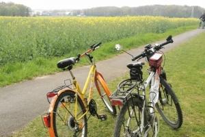 Radfahren - Wandern - Radfahren - kurz und frisch - beide Fahrräder