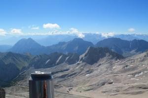 Tag 3 - auf Zugspitze - Tolles, warmes Wetter neben dem Gipfel. Gute Zeit für ein kaltes bulgarisches Bier.