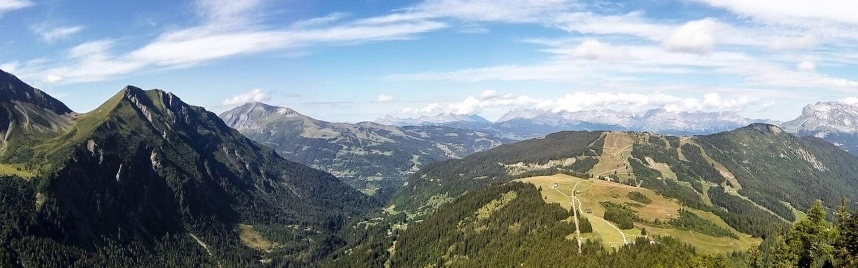 Ein wunderschöner Ausblick in der französischen Alpen.